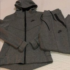Grey Nike outfit